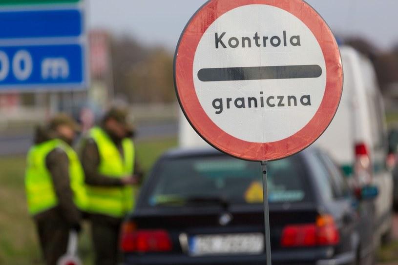 Na nielegalnym rynku wzięciem cieszą się zwłaszcza polskie wizy wjazdowe /Robert Stachnik /East News