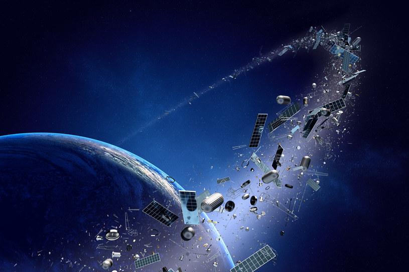 Na niskiej orbicie okołoziemskiej jest co najmniej 30 000 fragmentów kosmicznych śmieci /123RF/PICSEL