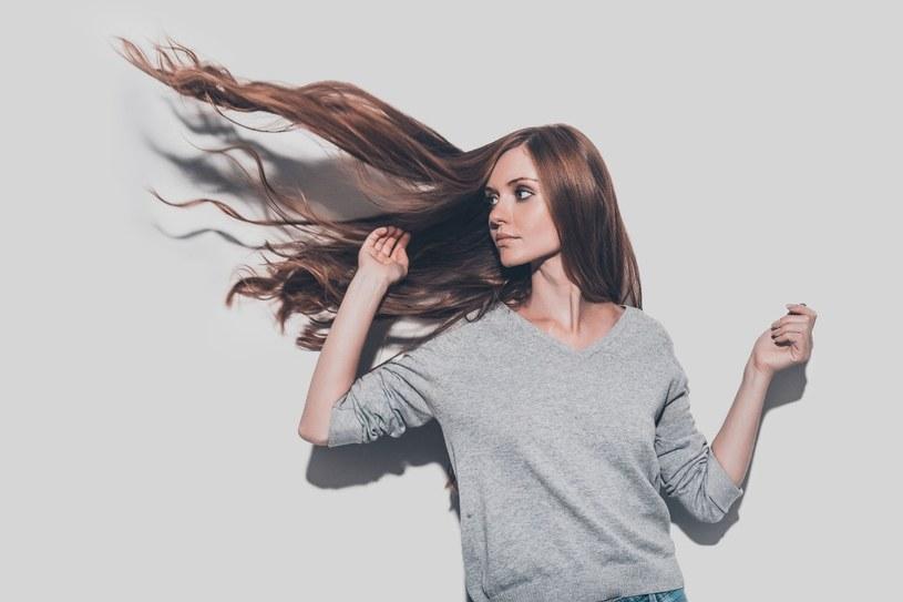 Na niszczenie się struktury włosa ma wpływ bardzo wiele czynników /123RF/PICSEL