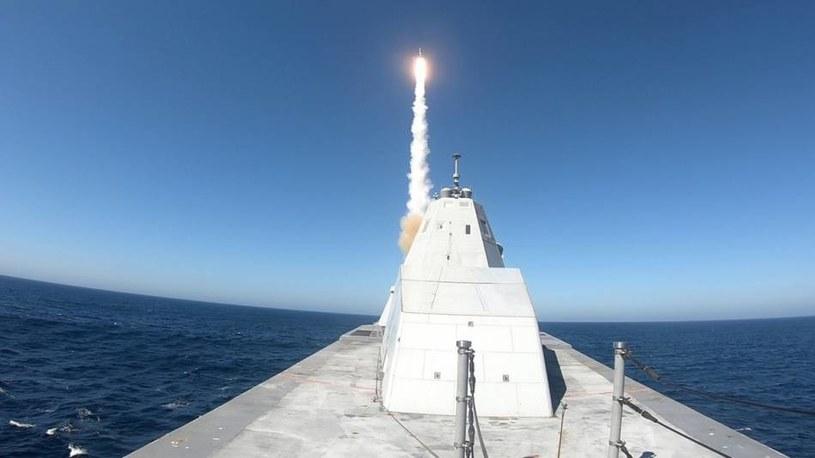Na niszczycielach typu Zumwalt pojawiły się najnowsze pociski hipersoniczne. Na razie znajdują się w fazie testów /US NAVY /domena publiczna