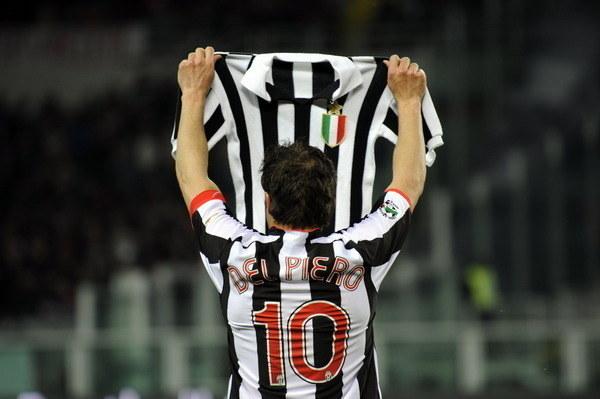 Na nowych koszulkach Juventusu będą trzy gwiazdki symbolizujące mistrzowskie tytuły /- /AFP