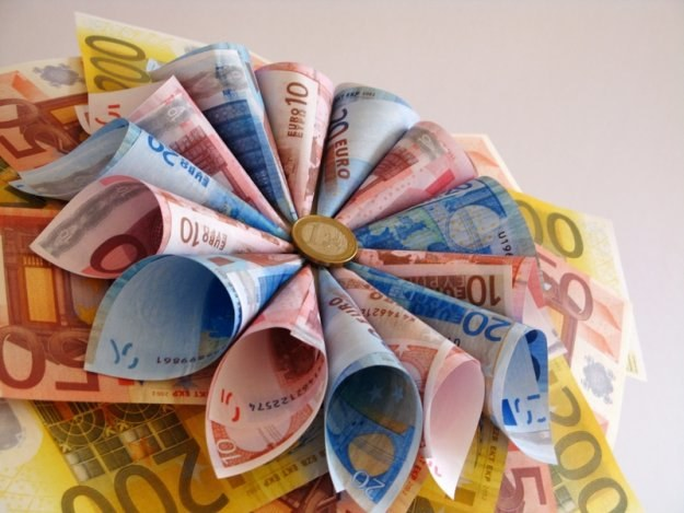 Na ograniczaniu rynku kredytów walutowych straci nie tylko branża finansowa i budownictwo /© Panthermedia