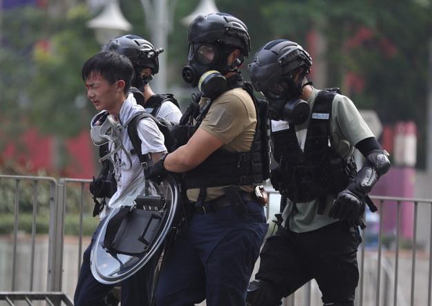 Na otoczonym przez policję kampusie nadal przebywają setki osób / FAZRY ISMAIL    /PAP/EPA
