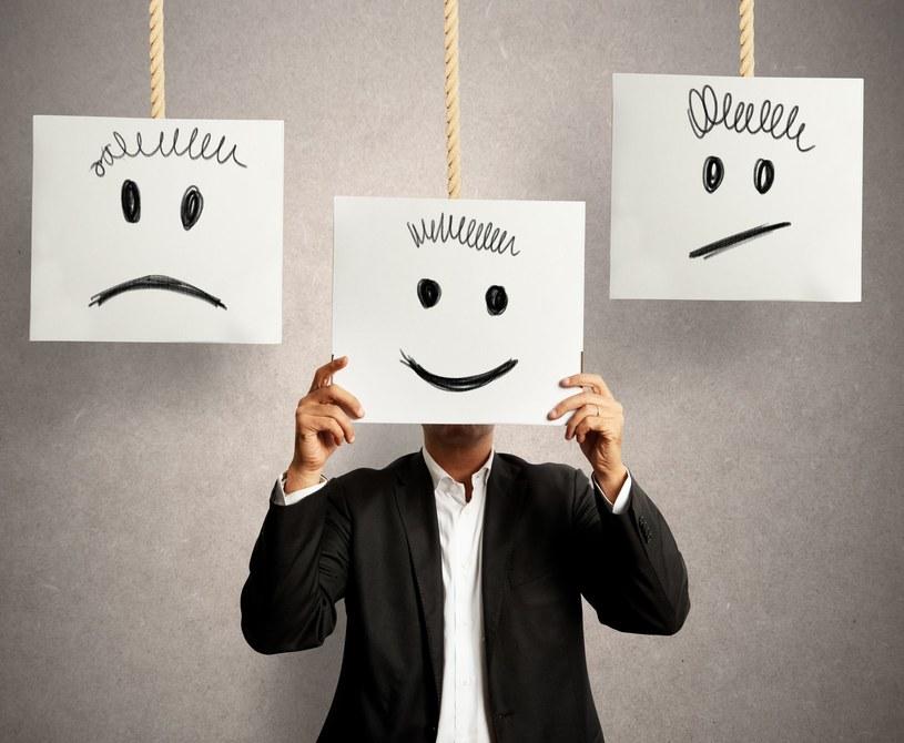 Na pierwszy rzut oka ciężko rozpoznać chorego na depresje. Emocje można przecież ukryć /123RF/PICSEL