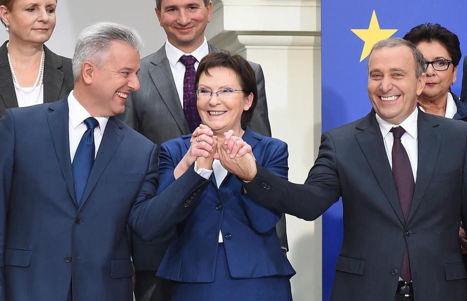 Na pierwszym planie: Cezary Grabarczyk, Ewa Kopacz, Grzegorz Schetyna /Radek Pietruszka /PAP