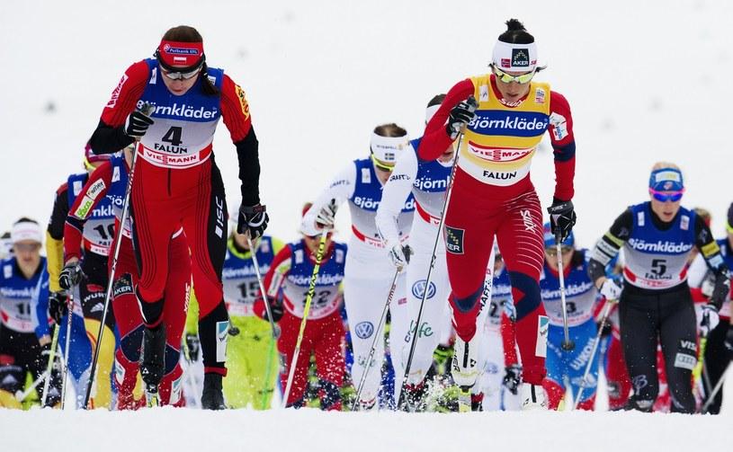 Na pierwszym planie: Justyna Kowalczyk (z lewej) i Marit Bjoergen /AFP