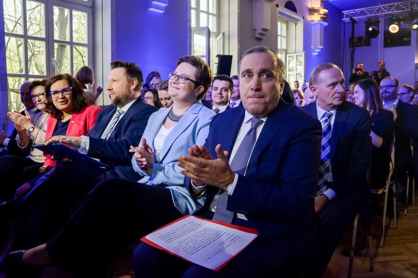 Na pierwszym planie liderzy PO i Nowoczesnej - Grzegorz Schetyna i Katarzyna Lubnauer /Mariusz Gaczyński /East News