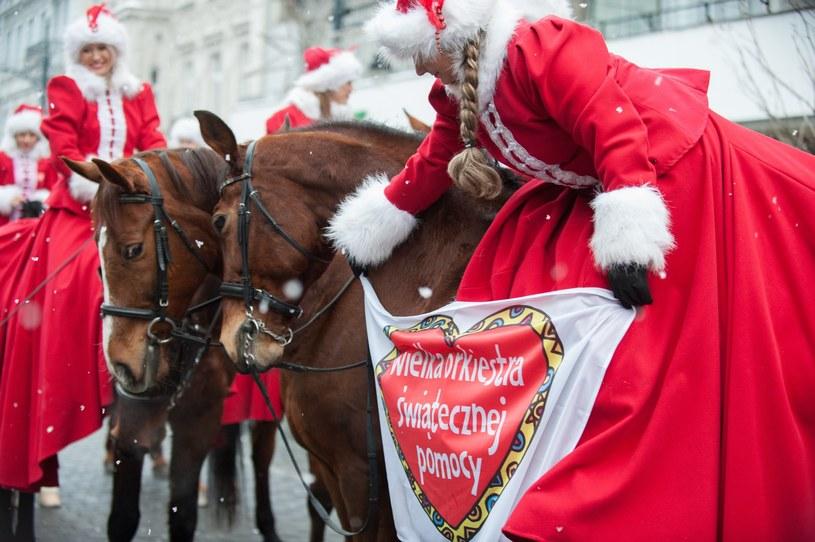 Na Piotrkowskiej w Łodzi w ramach WOŚP zaprezentowały się stajnie i kluby jeździeckie /ANDRZEJ ZBRANIECKI /East News