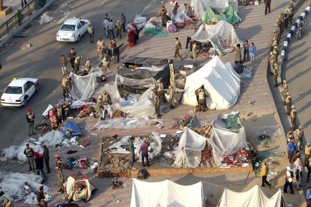 Na placu wciąż rozstawione są namioty demonstrantów /AFP
