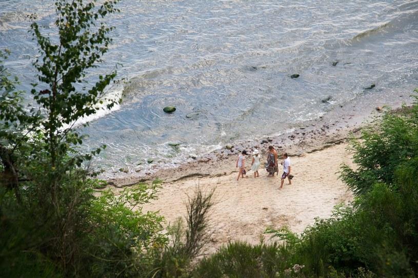 Na plaży w Orłowie znaleziono zwłoki starszego mężczyzny /Fot. Wojciech Strozyk /Reporter
