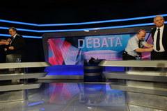 """Na początek debaty uścisk """"na zgodę"""""""