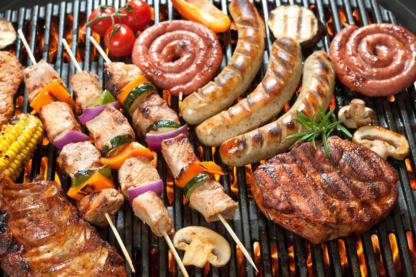 Na początku można ograniczyć spożycie mięsa np. do 2-3 dni w tygodniu /123RF/PICSEL