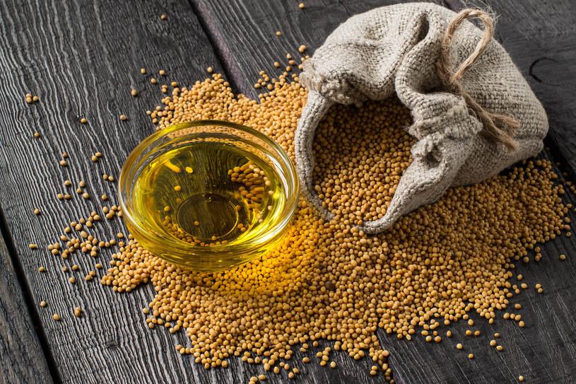 Na początku przygody z olejem musztardowym trzeba zachować pewną dozę ostrożności /123RF/PICSEL
