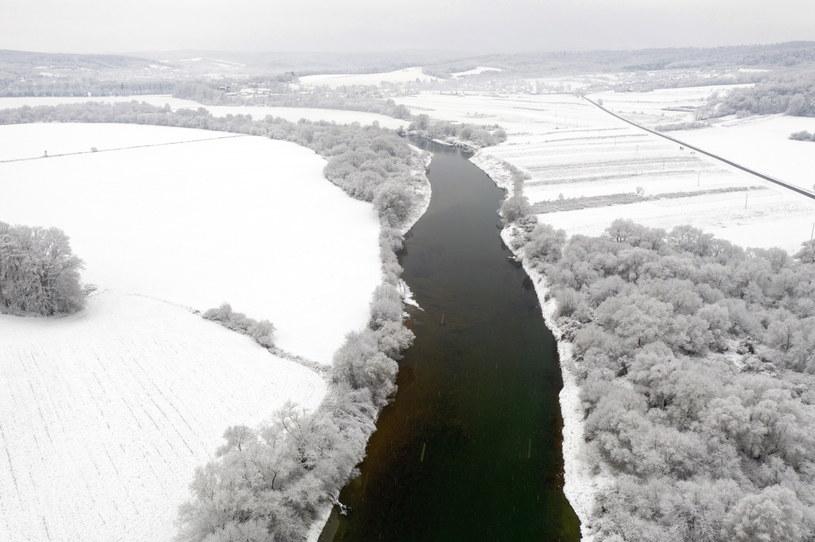 Na Podkarpaciu spadło kilka centymetrów śniegu /Dariusz Delmanowicz    /PAP