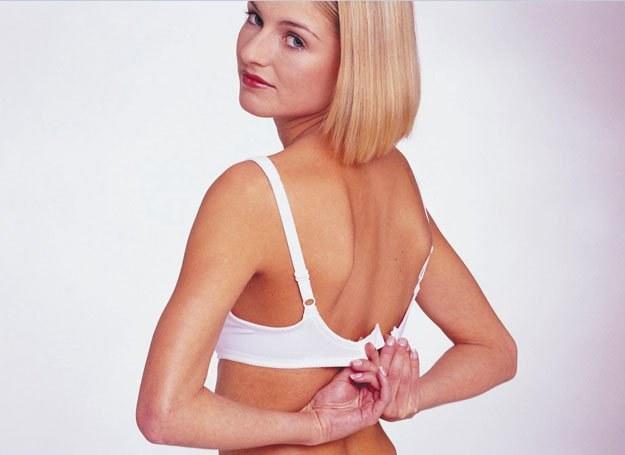 Na pogorszenie stanu piersi ma wpływ wiele czynników, m.in.: ciąża, tycie, odchudzanie się