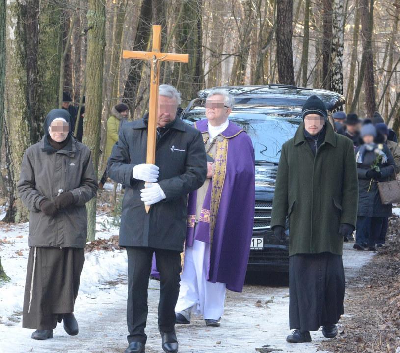 Na pogrzeb legendy TVP przyszła garstka ludzi /Tadeusz Wypych /Reporter