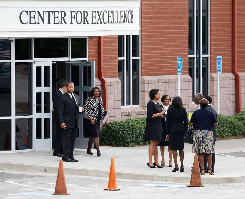 Na pogrzebie Bobbi Kristiny pojawiło się dużo osób /Mike Zarrilli /Getty Images