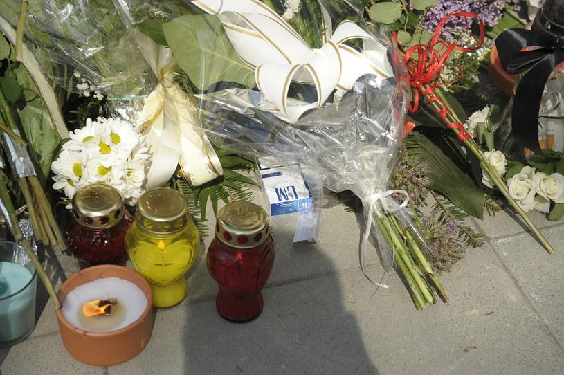 Na pogrzebie nie zabrakło ukochanych papierosów artystki /Gałązka /AKPA