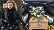 Na pogrzebie Pawła Królikowskiego wszyscy patrzyli na Schejbal! Niebywałe, co przyniosła!