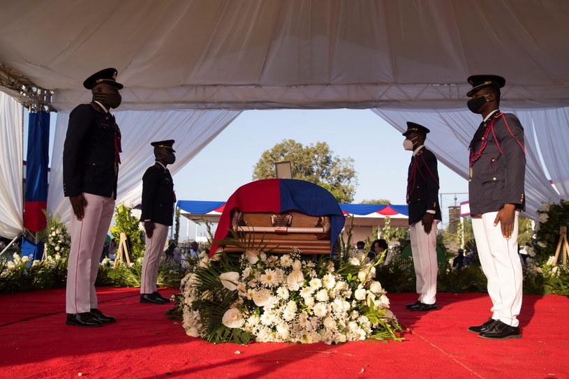 Na pogrzebie rozległy się strzały /ORLANDO BARRIA /PAP/EPA