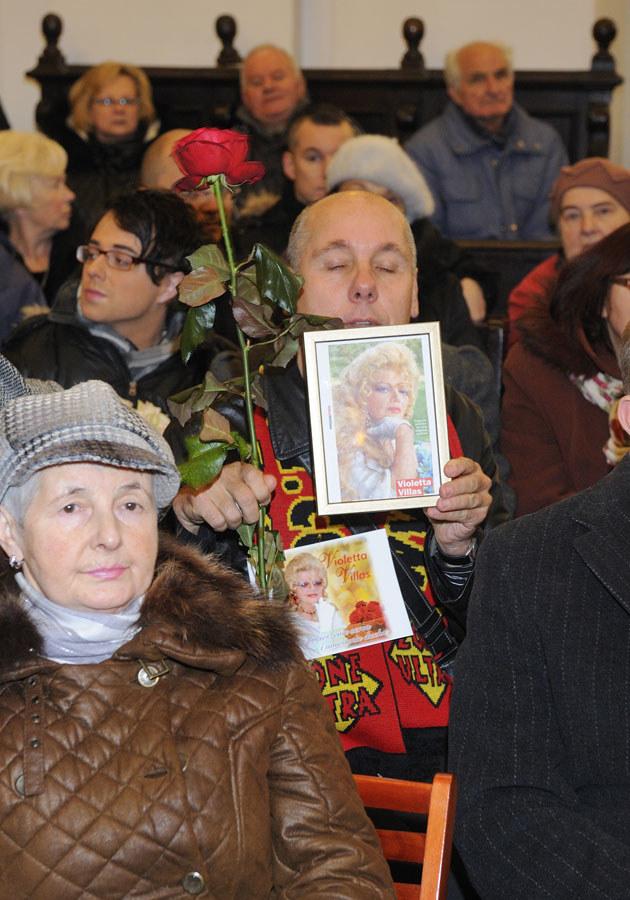 Na pogrzebie zjawiło się wielu wiernych fanów artystki.  /Jarosław Antoniak /MWMedia