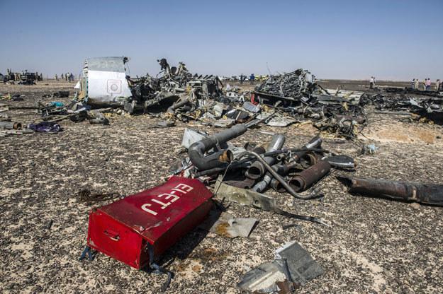 Na pokładzie maszyny mogło dojść do eksplozji ładunku wybuchowego /AFP