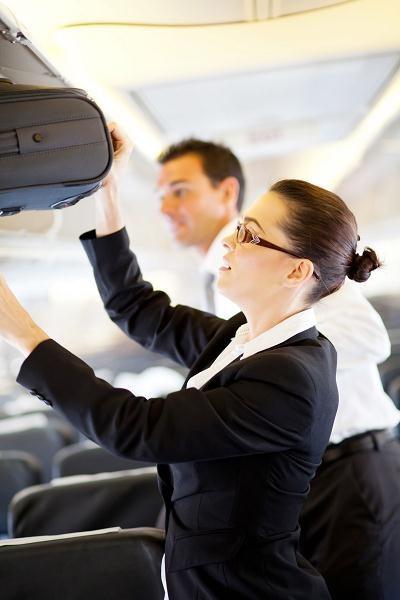 Na pokładzie samolotu można mieć w bagażu podręcznym do 100 ml perfum /AFP