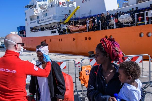 """Ponad 600 imigrantów na pokładzie. Nikt nie chce przyjąć """"Aquariusa"""""""