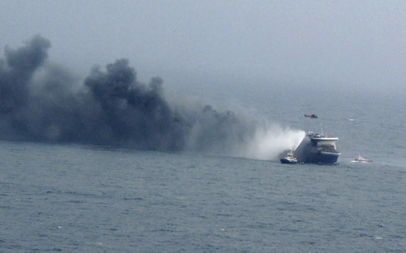 Na pokładzie wczoraj rano wybuchł pożar /AFP