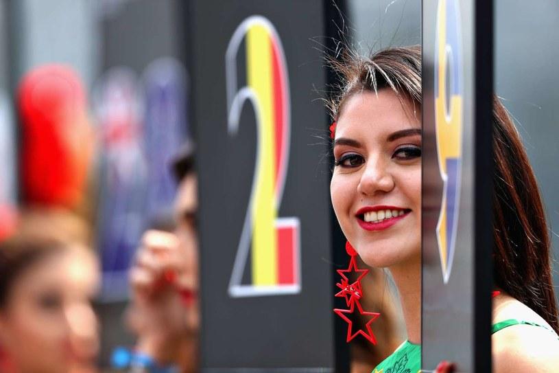 Na polach startowych w Formule 1 nie będzie już pięknych hostess /AFP