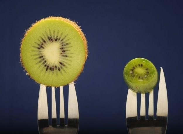 Na polskim rynku debiutuje nowy superfood - mini kiwi /AFP