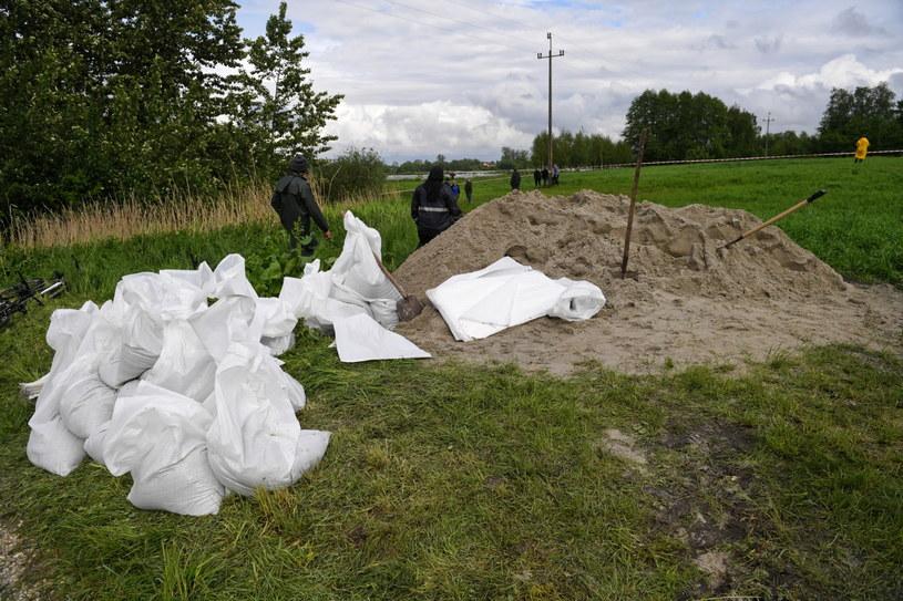 Na południu kraju w związku z intensywnymi opadami deszczu obowiązuje trzeci, najwyższy stopień zagrożenia hydrologicznego /Darek Delmanowicz /PAP