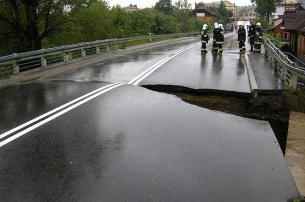 Na południu Polski wiele dróg jest uszkodzonych i nieprzejezdnych / Fot: Gorąca linia RMF /