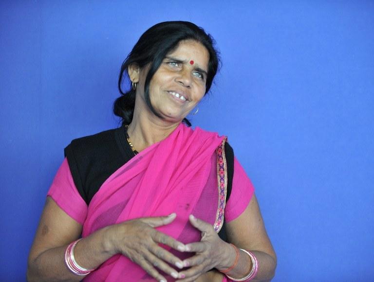 Na pomysł założenia Gangu Różowego Sari wpadła charyzmatyczna Sampat Pal Devi /AFP