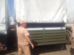 Na postoju kierowcy pokazali zawartość ciężarówek zagranicznym dziennikarzom