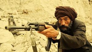 Na potrzeby serialu wytkano 30 zarostów dla odtwórców ról Afgańczyków /Robert Pałka Fotos-Art /Canal+