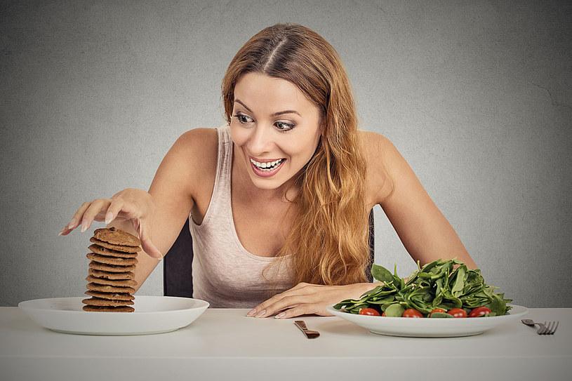 Na poziom cholesterolu we krwi w znacznej mierze wpływają nasze wybory żywieniowe /123RF/PICSEL