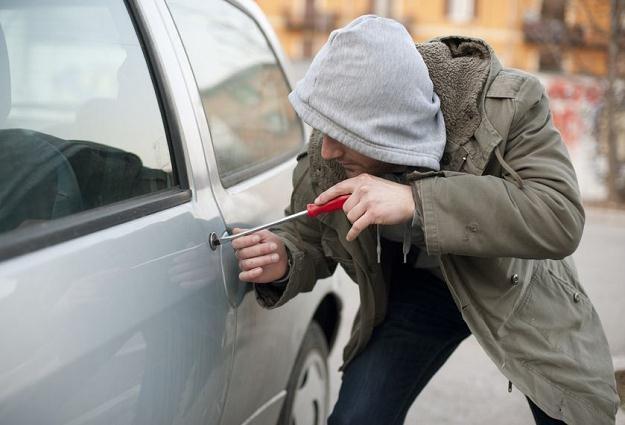 Na Pradze Południe codziennie ginął czyjś samochód /©123RF/PICSEL
