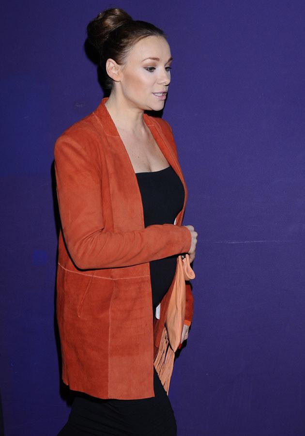 """Na premierze filmu """"Róża"""" aktorka z dumą prezentowała ciążowy brzuszek. /Andras Szilagyi /MWMedia"""