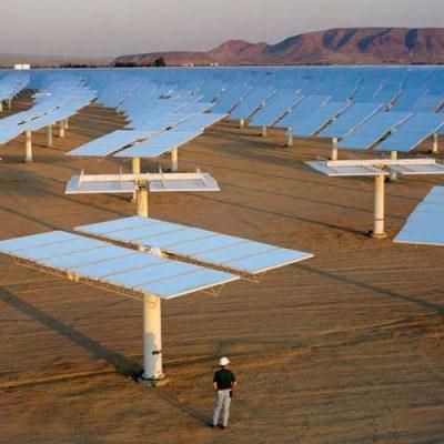 Na przełomie 2007 i 2008 r. w energetyce odnawialnej było w Europie ok. 400 tys. miejsc pracy /AFP
