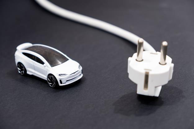Na przełomie 2022 i 2023 r. spółka EMP ruszy z masową produkcją polskich samochodów elektrycznych /©123RF/PICSEL