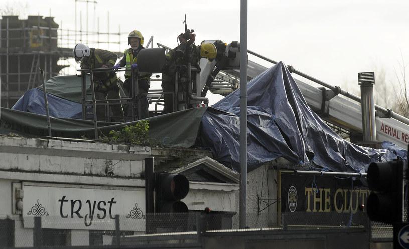 Na pub w Glasgow spadł policyjny helikopter. /AFP