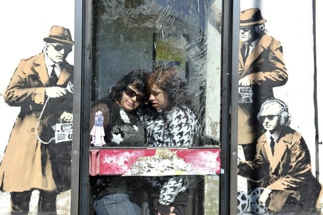 Na razie Banksy nie przyznał się oficjalnie do na stworzenia tego graffiti /Neil Munns /PAP/EPA