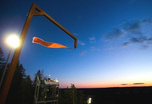 Na razie na skoczni w Kuopio rządzi wiatr /PAP/EPA