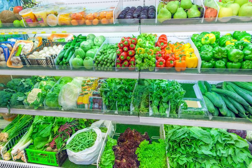 Na razie zakaz używania plastikowych opakowań nie będzie dotyczył owoców i warzyw uznawanych za delikatne /123RF/PICSEL