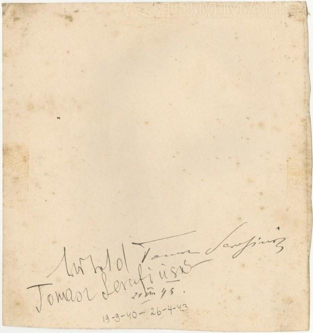 """Na rewersie rysunku znajduje się podpis Tomasza Serafińskiego oraz Witolda Pileckiego, który podpisał się jako """"Witold Tomasz Serafiński"""" /materiały prasowe"""