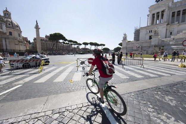 Na rowerze można zwiedzić np. Rzym /MASSIMO PERCOSSI /PAP/EPA