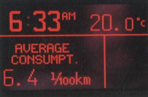 Na rozbudowanym wyświetlaczu komputera pokładowego można bez przerwy kontrolować średnie i chwilowe zużycie paliwa. To drugie dochodzi momentami do kilkunastu dm3/100 km, ale są to momenty bardzo krótkie. /Motor
