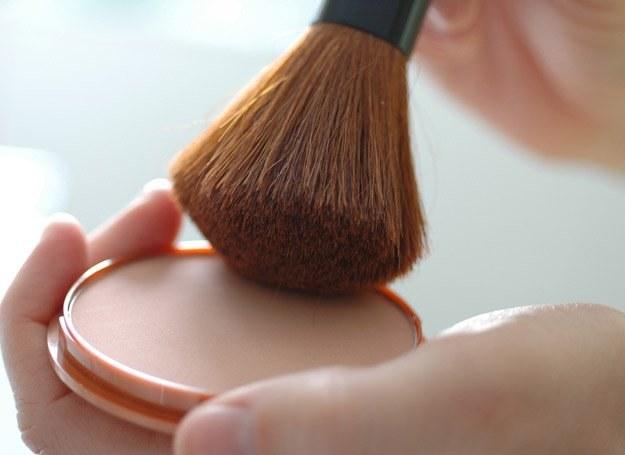 Na rynku istnieje mnóstwo kosmetyków korygujących niedoskonałości twarzy /© Panthermedia
