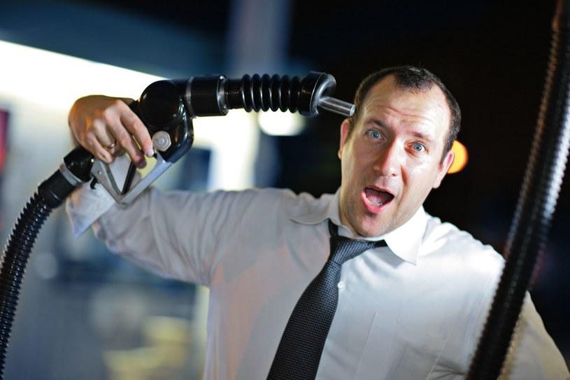 Na rynku paliw ceny biją psychologiczne granice /123RF/PICSEL